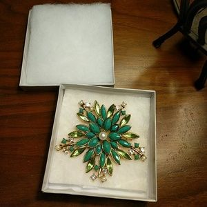 Accessories - Green and pearl broach